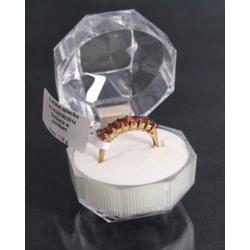 Zelta gredzens ar granātiem