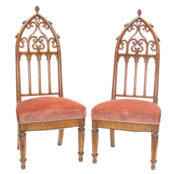 Krēsli gotiskā stilā ( 2 gab.)