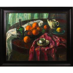 Klusā daba ar apelsīniem uz apaļā galda
