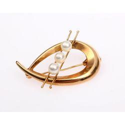 Zelta piespraude ar pērlēm