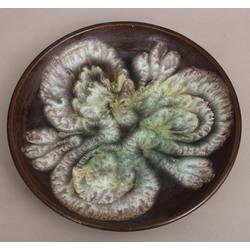 Keramikas šķīvis ar gleznojumu