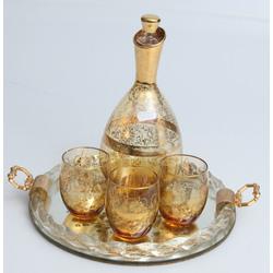 Stikla karafe ar 3 glāzēm un paplāti