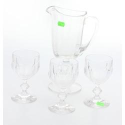 Stikla krūka un 3 glāzes