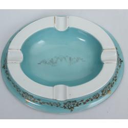 Porcelāna pelnutrauks ar zeltījumu