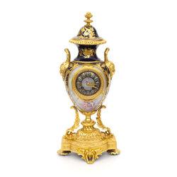 Porcelāna pulkstenis ar bronzas apdari