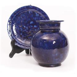 Keramikas vāze un šķīvis