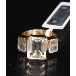Zelta gredzens ar topāziem un akvamarīnu
