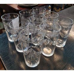 9 Stikla glāzes