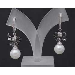 Zelta auskari ar briljantiem un kultivētām pērlēm