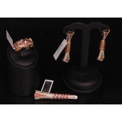 Juvelierizstrādājumu komplekts - auskari, kulons un gredzens