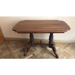 Sarkankoka finierējuma galds