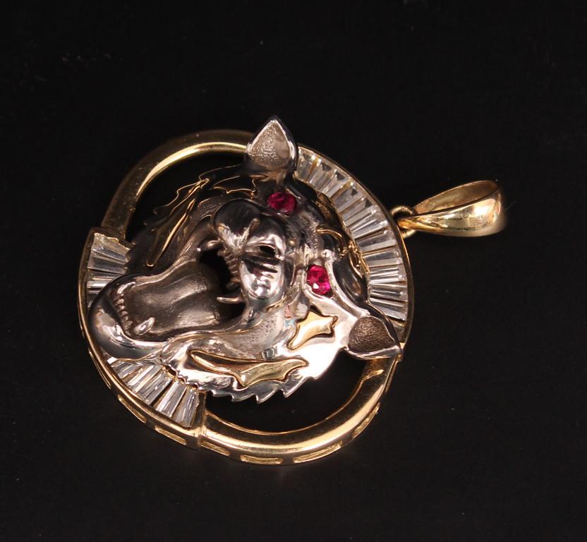 Zelta kulons ar sintētiskajiem rubīniem