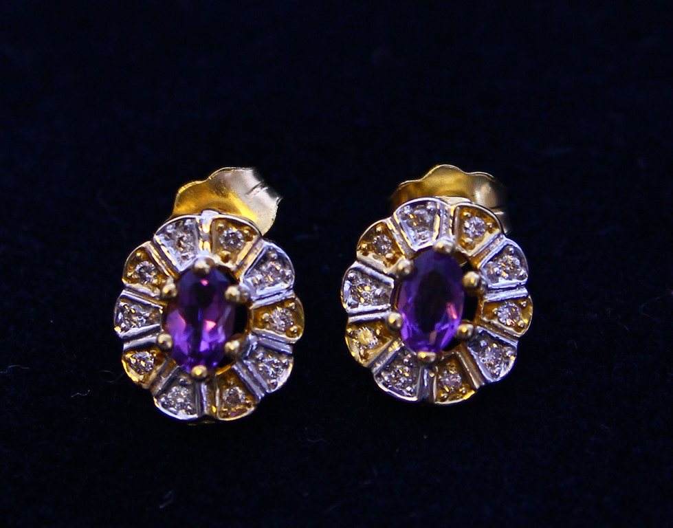 Gold earrings with diamonds and amethysts