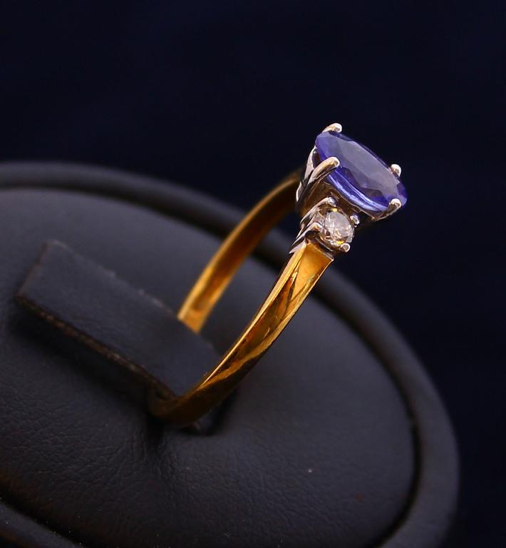 Zelta gredzens ar briljantiem un topāzu