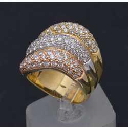 Trīs krāsu zelta gredzens ar briljantiem
