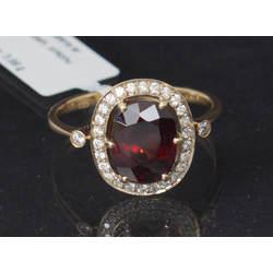 Zelta gredzens ar granātu un briljantiem