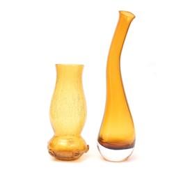 Divas dzeltenā stikla vāzes