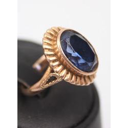 Zelta gredzens ar sintētisko safīru