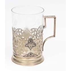 Sudraba tējas glāzes turētājs ar glāzi