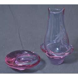 Stikla vāze un pelnutrauks
