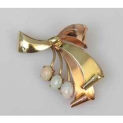 Zelta piespraude ar opālu