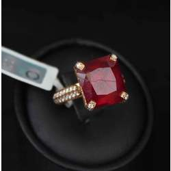 Zelta gredzens ar rubīnu un briljantiem