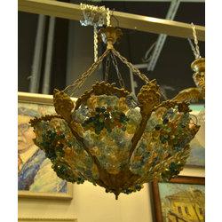 Lampa ar krāsainu stikla lējumu