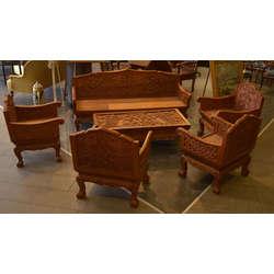 Sarkankoka galdiņš ar krēsliem ar kokgrebumiem