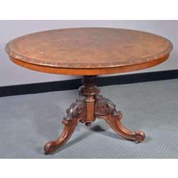 Riekstkoka galds
