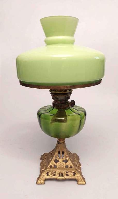 Petrolejas lampa zaļā krāsā