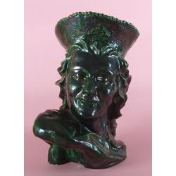 Keramikas tēlniecības biste